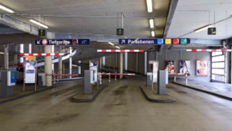 Lengermann+Trieschmann-Parkhaus Unten